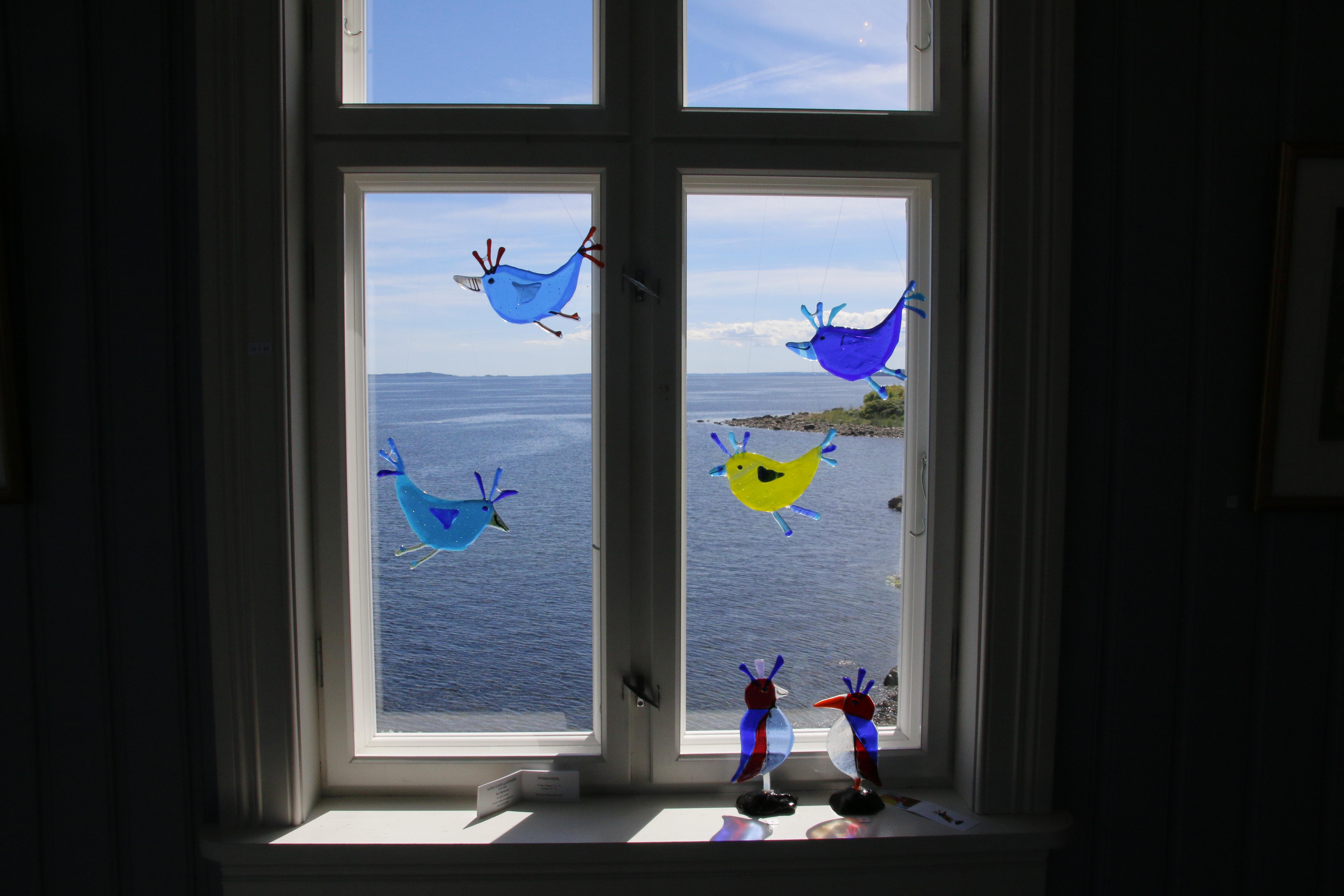 Årets kunstnere - her representert ved Kari Bjørnsrud.  Arbeidene hennes gjorde utstikten enda bedre.
