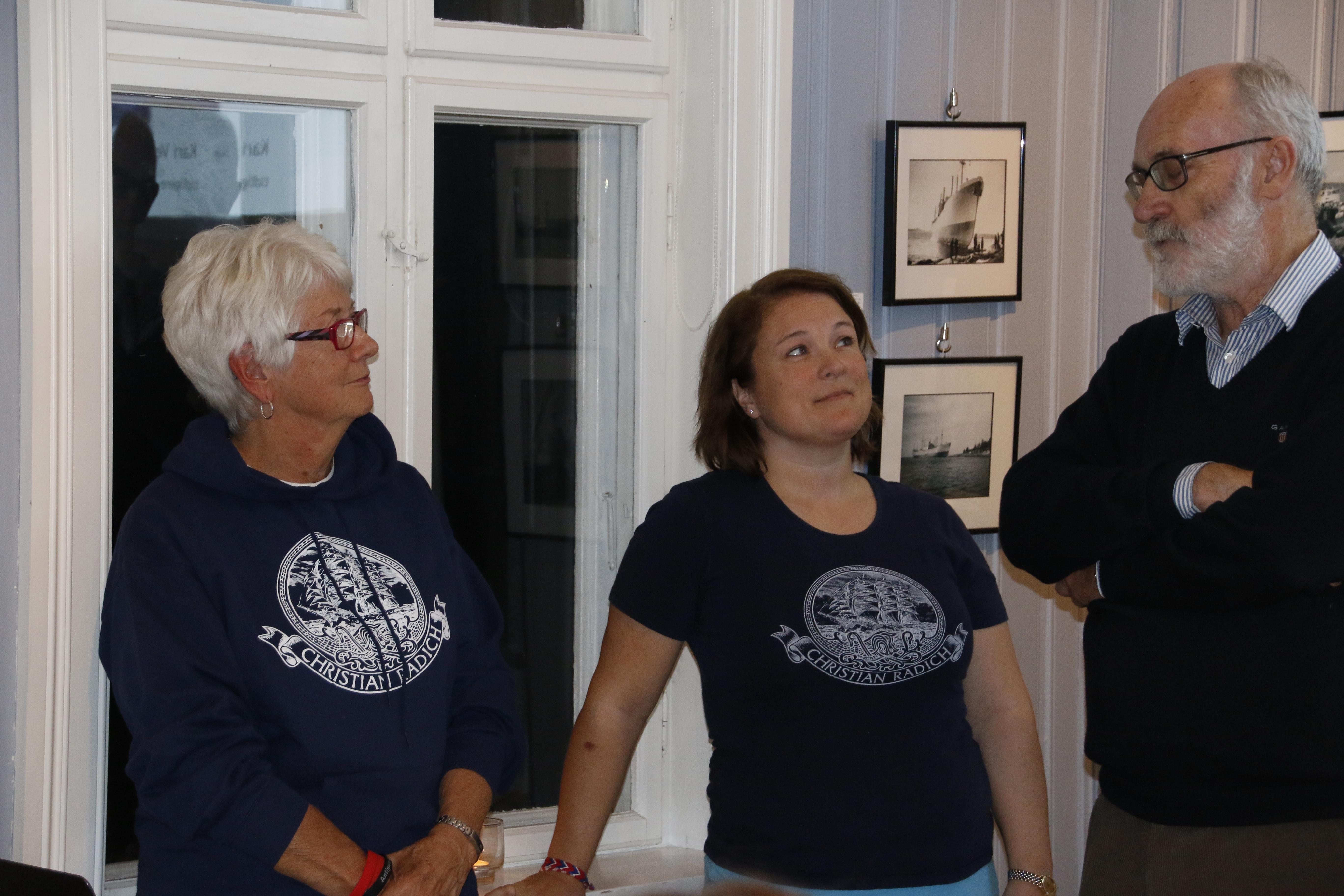 Kari Vesterby og Kari Hauge presenteres av styreleder Knut-Arne Ekern