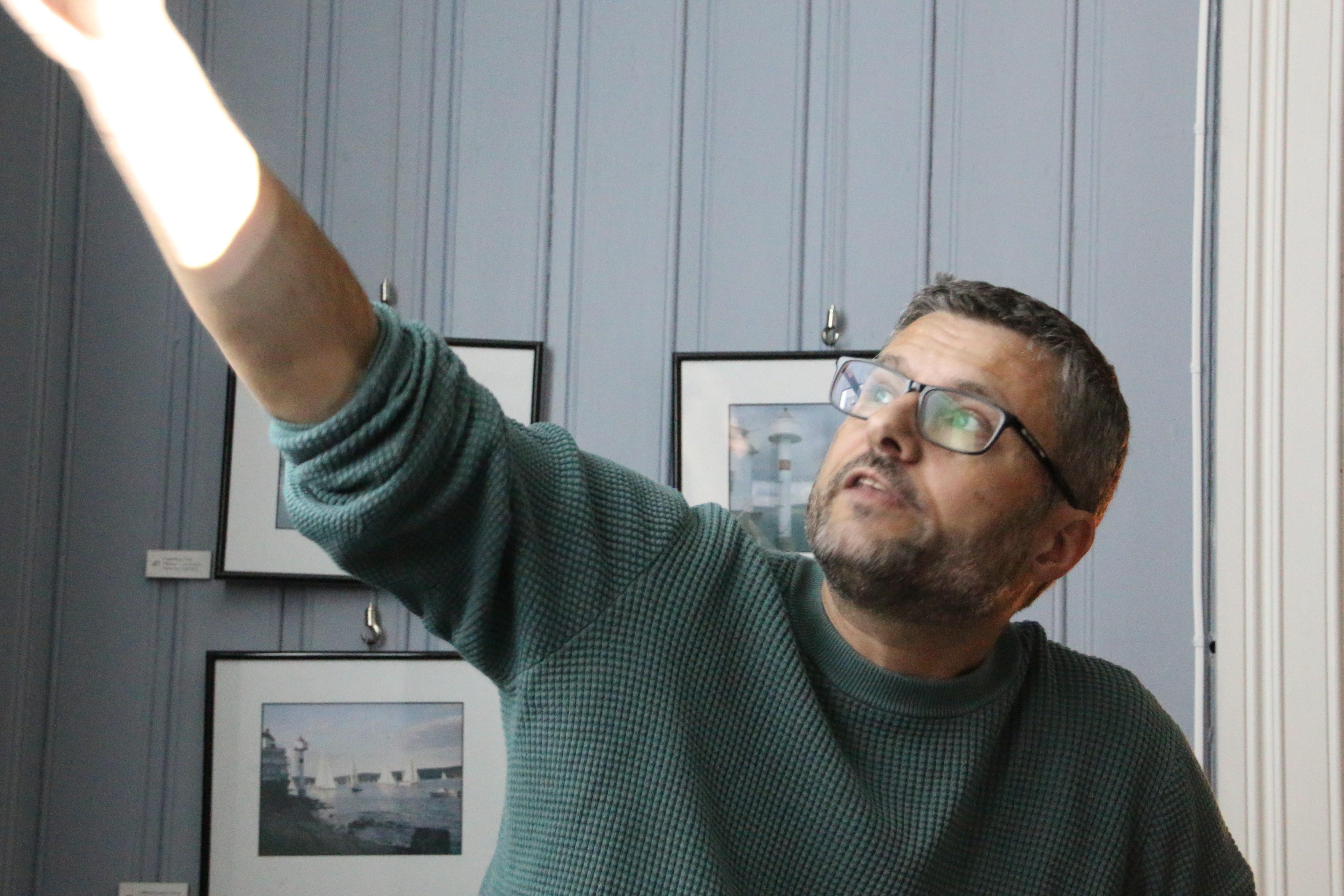 Espen Ytreberg i engasjert aktivitet på Filtvet fyr
